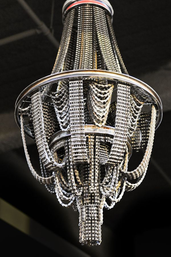 Recycled-Bicycle-Chandeliers-by-Carolina-Fontoura-copie-4.jpeg