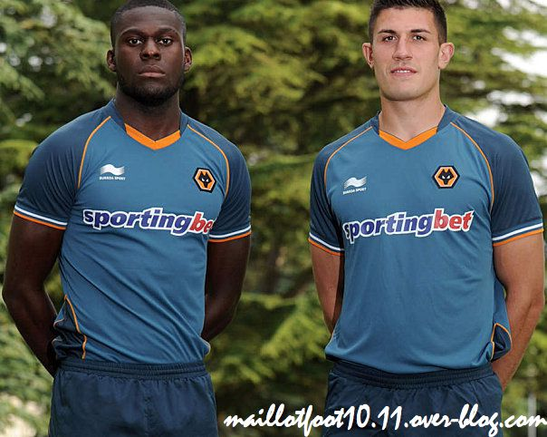 Wolverhampton-new-away-kit-2013-.jpeg