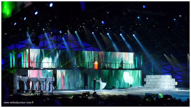 The Wall Pink Floyd Les Enfoires 2012
