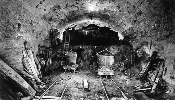 Metro_de_Paris_-_Travaux_de_construction_ligne_9_-_01.jpg