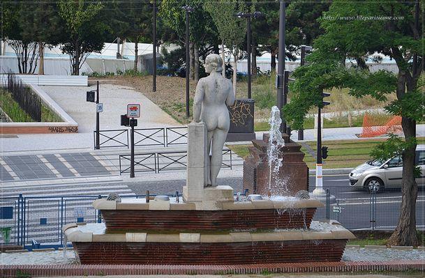 Fontaine square du Chapeau Rouge 4
