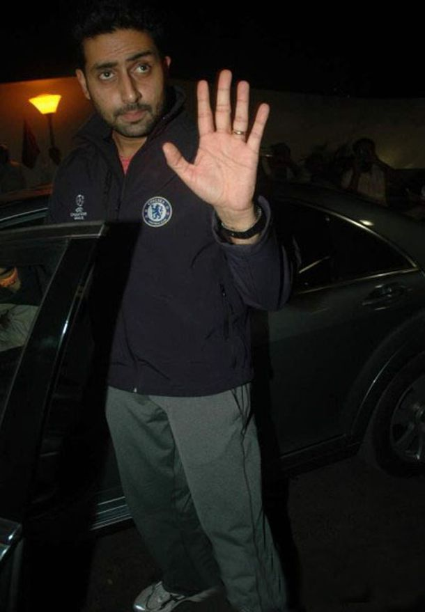 Bollywood-Celebs-Leave-for-Zee-Cine-Awards-2011-In-copie-11.jpg