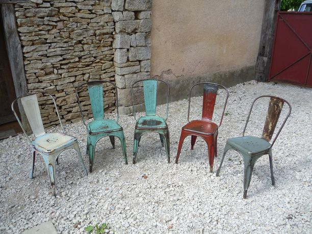 5 CHAISES TOLIX A BROSSEES PATINEES VARIEES MOUCHETEES 1950