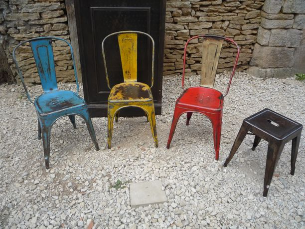 3 CHAISES TOLIX A BROSSEES PATINEES VARIEES COULEURS 1950