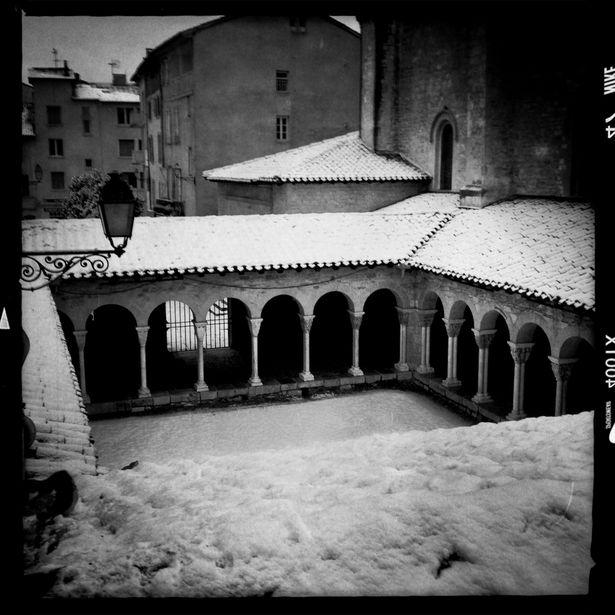 DMF-cloitre-neige.jpg
