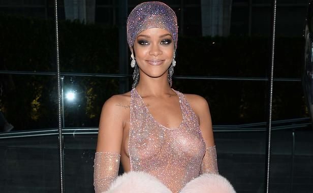 rihanna-lundi-2-mai-2014-new-york toipless robe
