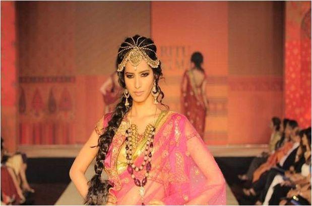 Dia-Mirza-Shabana-Azmi-defile-pour-Ritu-Kumar-16.jpg
