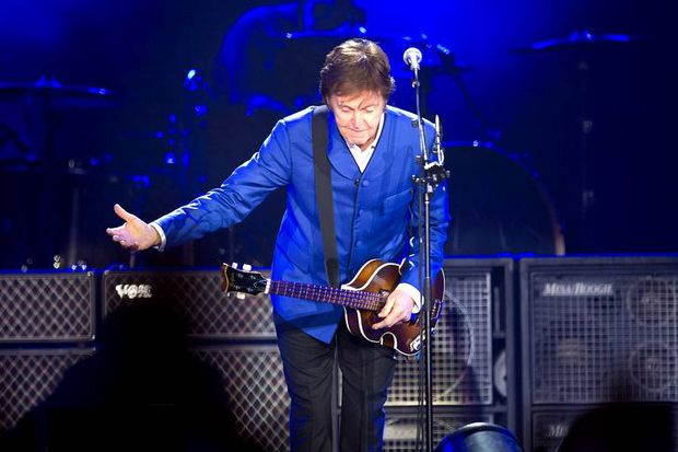 paris-mccartney-30-nov-2011-David-Niviere_Sipa.jpg