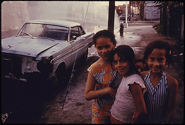 three-girls-on-bond-street-in-brooklyn