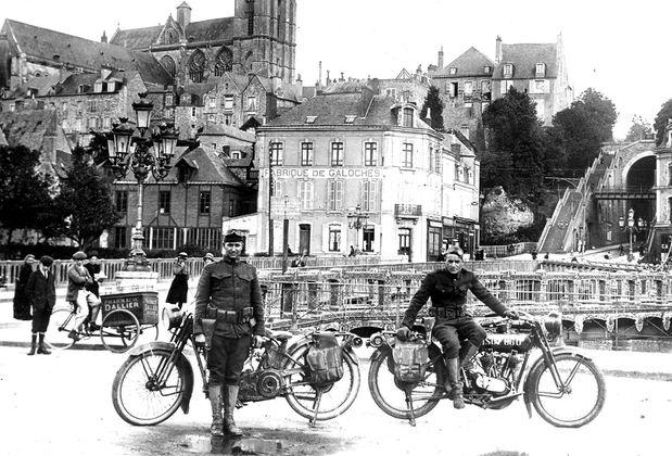 USA-Harley-au-Mans-pont-en-X.jpg