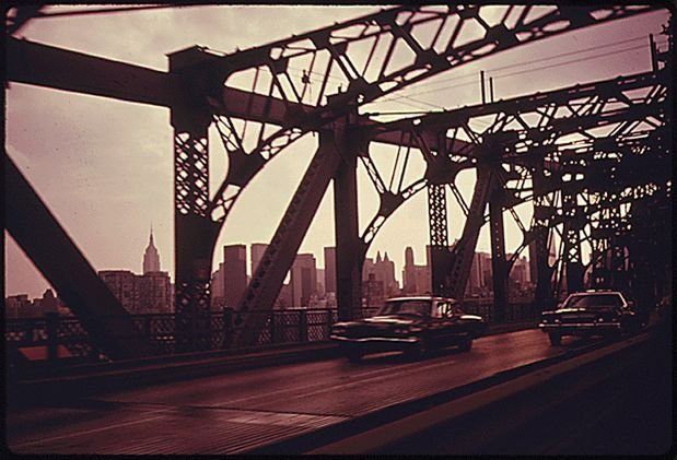 williamsburg-bridge-facing-towards-manhattan