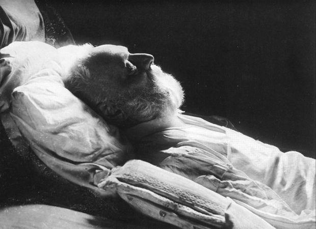 Victor-Hugo-sur-son-lit-de-mort.jpg