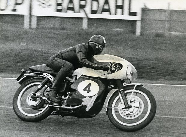 Velocette 4 action399