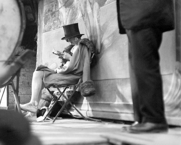 Kertész Carnaval Paris 1926