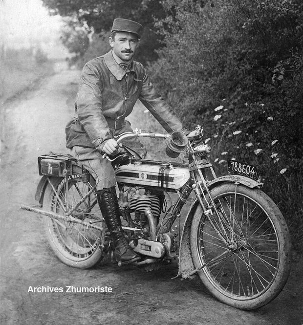 Triumph-ss-officier-copie.jpg