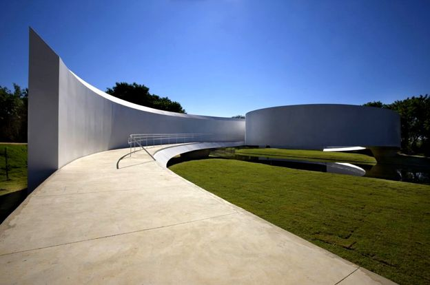 1-Japanese-Immigration-Memorial-by-Gustavo-Penna-and-Associ.jpg