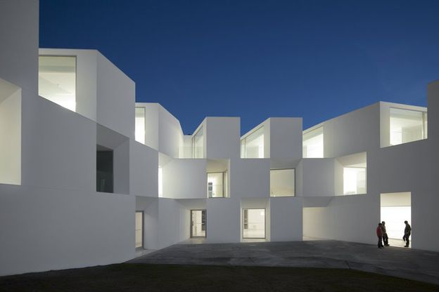 USTI-MAG-1-House-for-elderly-people-by-Aires-Mateu-copie-1.jpg