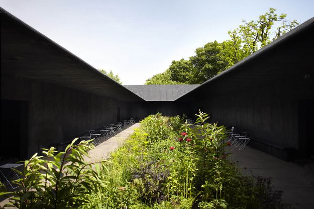 PETER-ZUMTHOR-architect-Serpentine-gallery-2011-photo-by-Jo.jpg