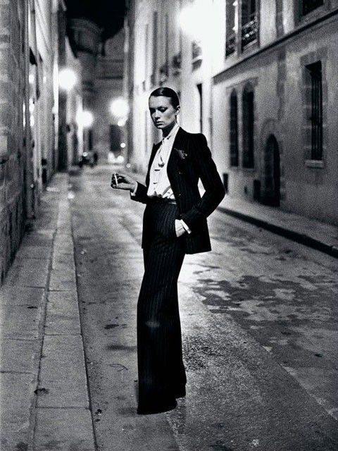 Helmut-Newton--YSL--French-Vogue--Rue-Aubriot--Paris-1975--.jpg