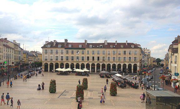 La Place à arcades, Place du marché neuf à Saint-Germain-en-Laye (78100)