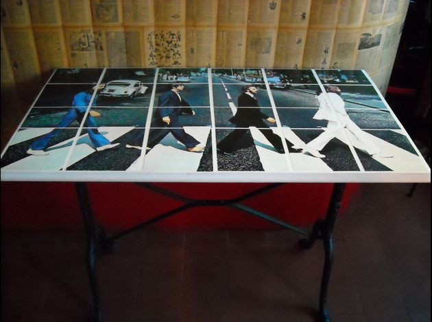 tiel table beatles blanc