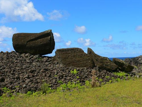 045-ile-de-paques-ahu-anga-tetenga-moai-brise.jpg