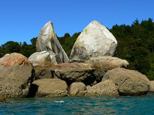 069-parc-abel-tasman-cayak-split-apple-rock.jpg
