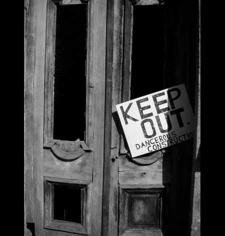 Keep Out. Belle-ile-en-Terre (Côtes d'Armor)