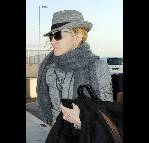 Madonna at Heathrow airport leaving London 20110416 01
