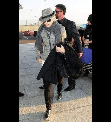 Madonna at Heathrow airport leaving London 20110416 02