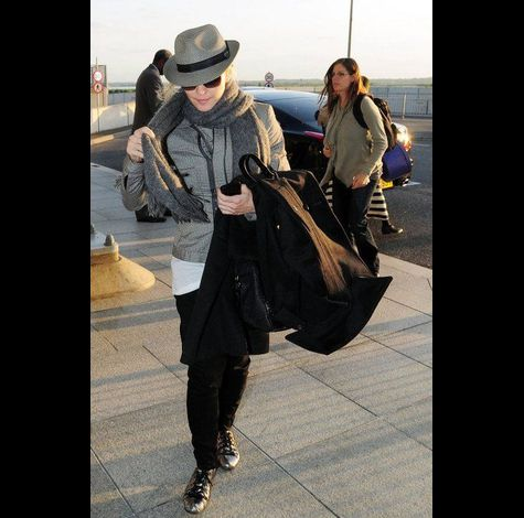 Madonna at Heathrow airport leaving London 20110416 05