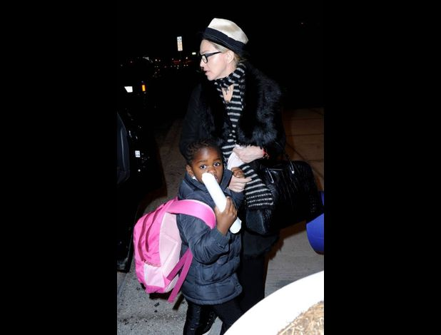 Madonna leaving New York for London 20110402 02