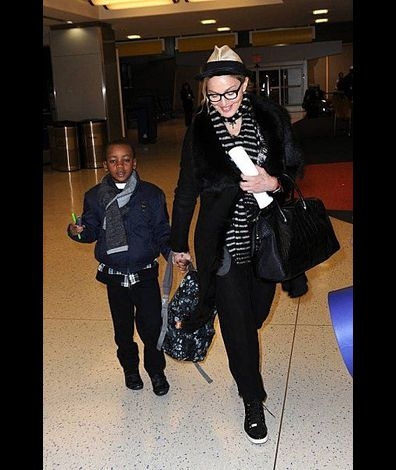 Madonna leaving New York for London 20110402 12