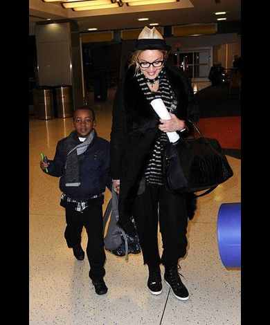 Madonna leaving New York for London 20110402 13
