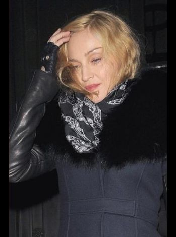 Madonna leaving Wolseley Restaurant London 20101221 01