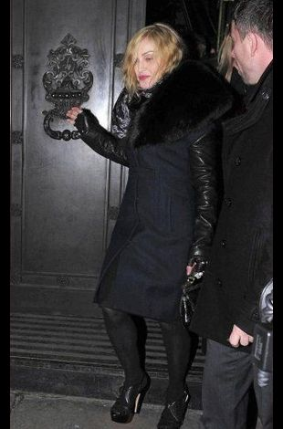 Madonna leaving Wolseley Restaurant London 20101221 02