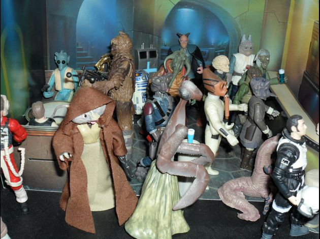 http://img.over-blog.com/630x470-000000/3/18/35/93//photo-figurine-star-wars-2/famille-star-wars/SAM_1053.JPG