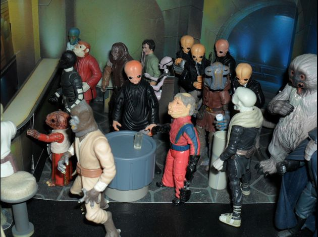 http://img.over-blog.com/630x470-000000/3/18/35/93//photo-figurine-star-wars-2/famille-star-wars/SAM_1055.JPG