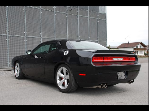 Dodge-Challenger-SRT-8 1