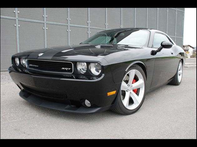 Dodge-Challenger-SRT-8