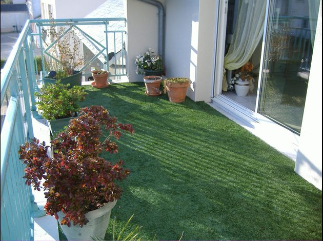 terrasse en gazon synthetique