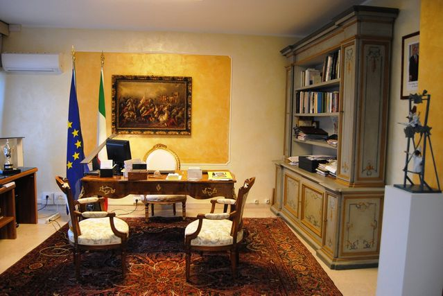 AMBASROOM--1-.jpg