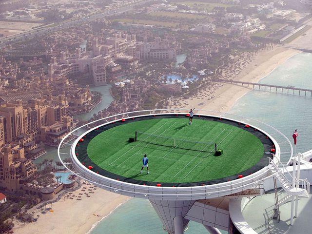 Dubai-_Burj_Al_Arab_-_highest_tennis_court.jpg