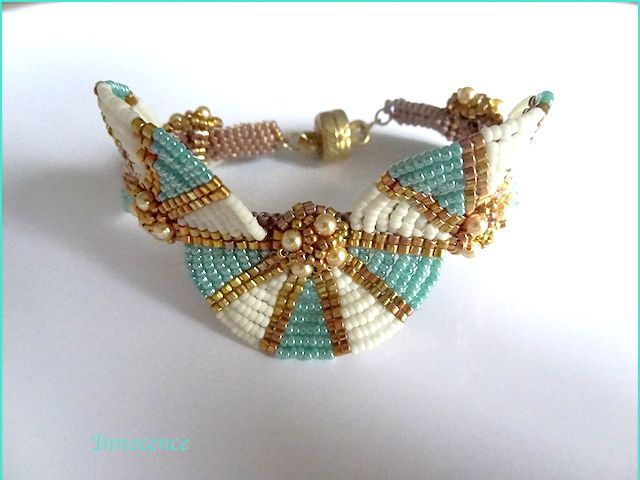 Egyptian queen turquoise,blanc,or