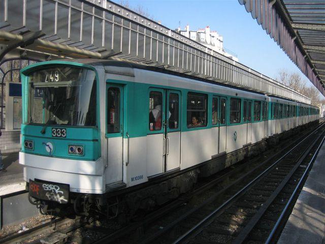 métro station Jaurès