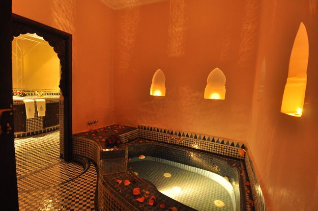 http://img.over-blog.com/647x430/1/50/59/42/album-Mario-Scolas----photos-du-Maroc/riad/moulay-sulan-jacuzzi.jpg
