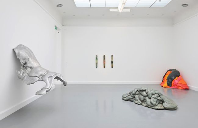 Lynda-Benglis-From-point-to-Exhibition