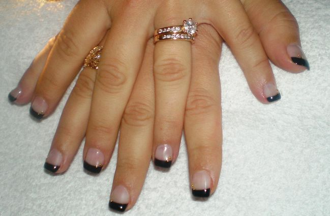 Ongles en gel avec french noire et d coration or for Decoration ongle en gel