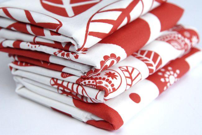 tissu-coussin-oiseau-rouge.jpg