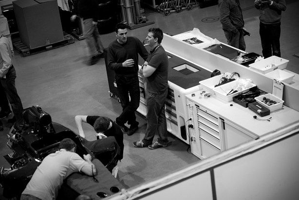 atelier-Formule-1-Caterham.jpeg